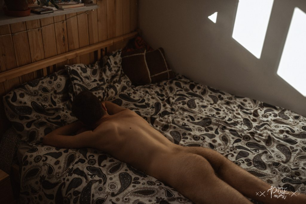 petite mort fr in bed with 231 1024x684 - Jules