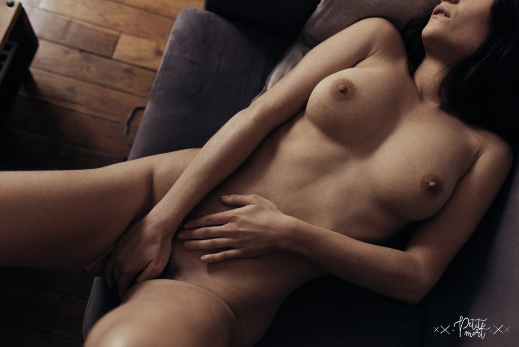 petite mort fr in bed with 113 1024x684 - Lou